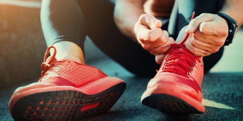 Полезно или вредно е носенето на маратонки