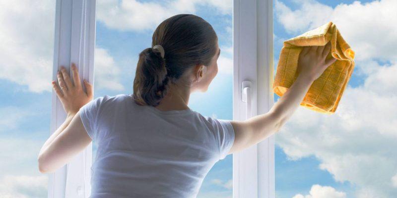 Измиване на силно замърсени прозорци
